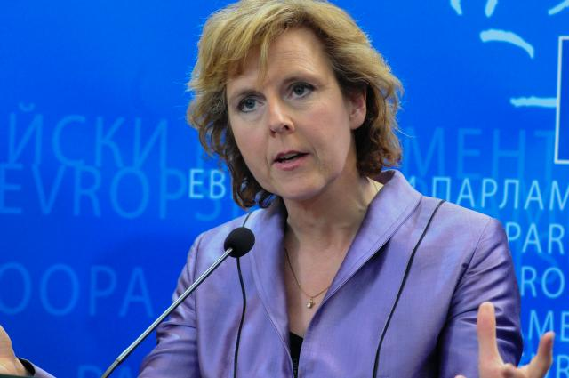 Commissioner Hedegaard addresses the European parliament